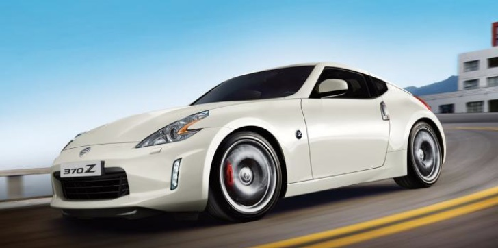 Nissan 370z facelift ahead of Paris Auto Show