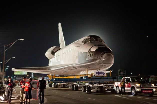 Toyota Tundra tows Spaceship