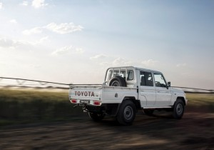 2013 Toyota-Land-Cruiser-03