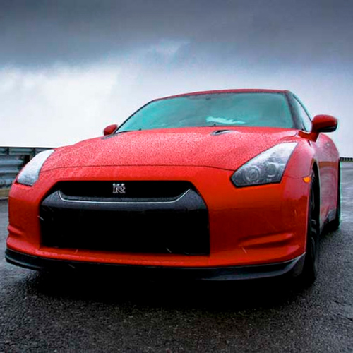 2013-Nissan-GT-R