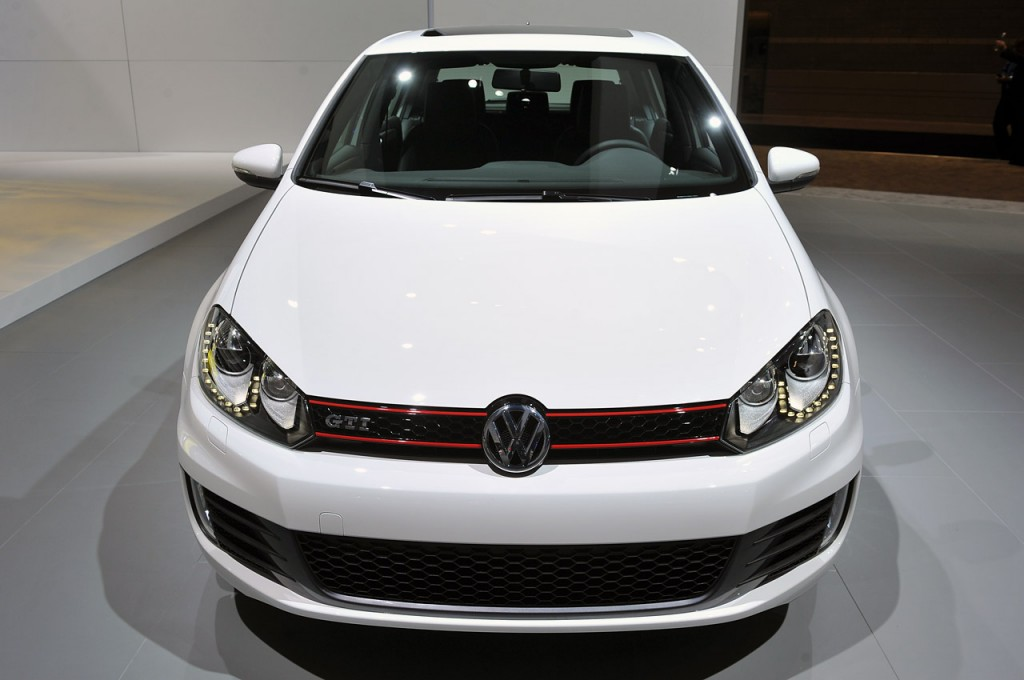 2013-vw-gti-drivers-edition-chicago-auto-show