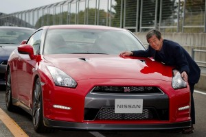 2014_nissan_gt-r_front_ns_110512_600