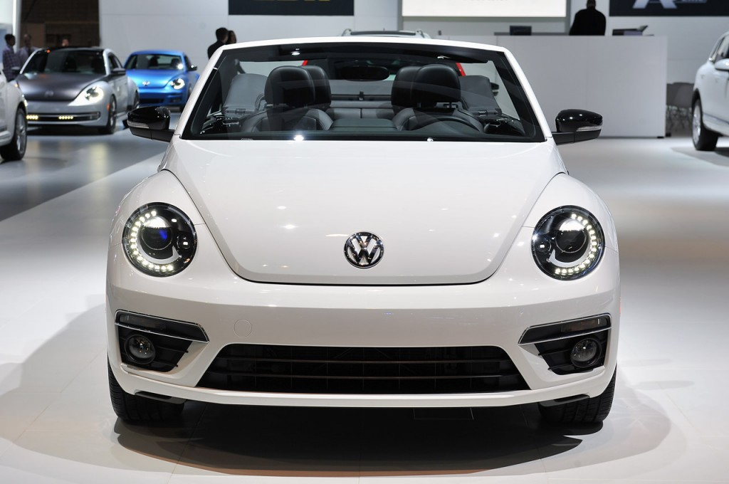 vw-beetle-convertible-r-line-chicago-auto-show