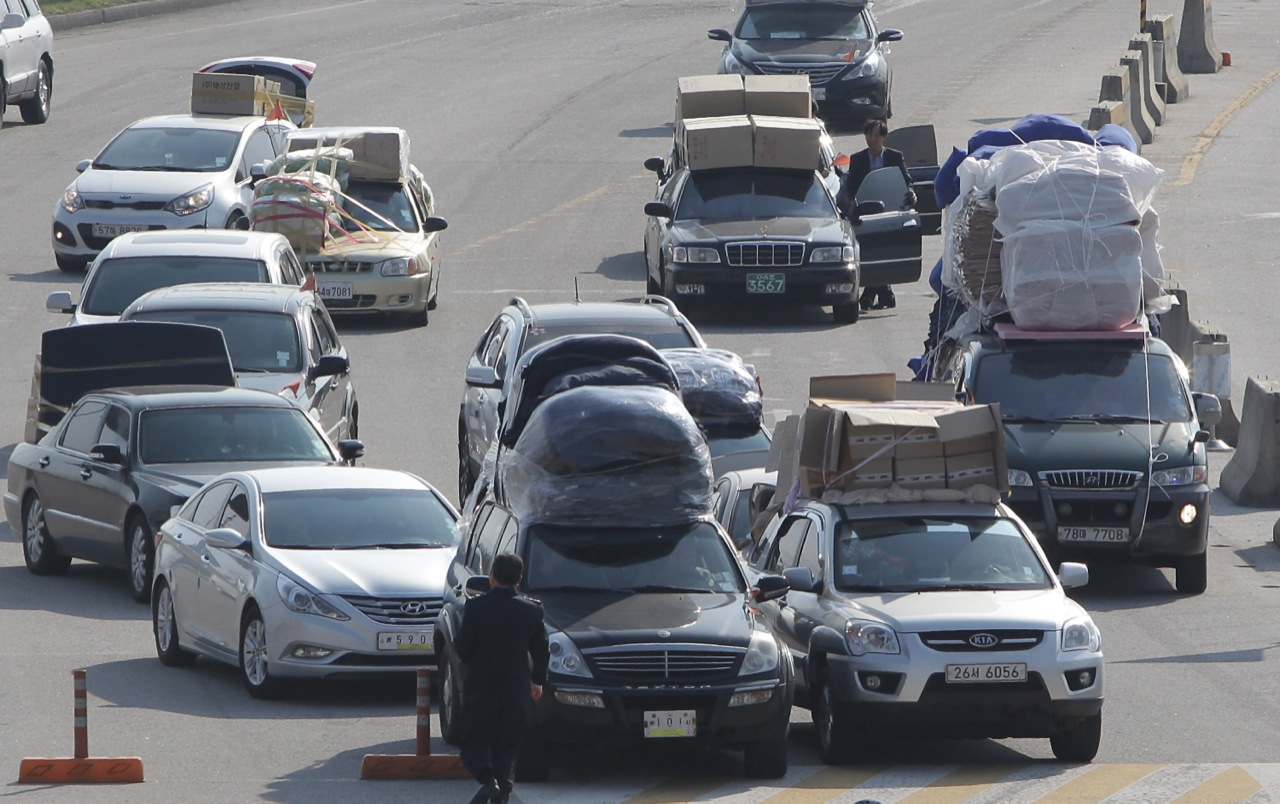 Workers On Wheels >> The overloaded cars of South Korean workers fleeing North ...