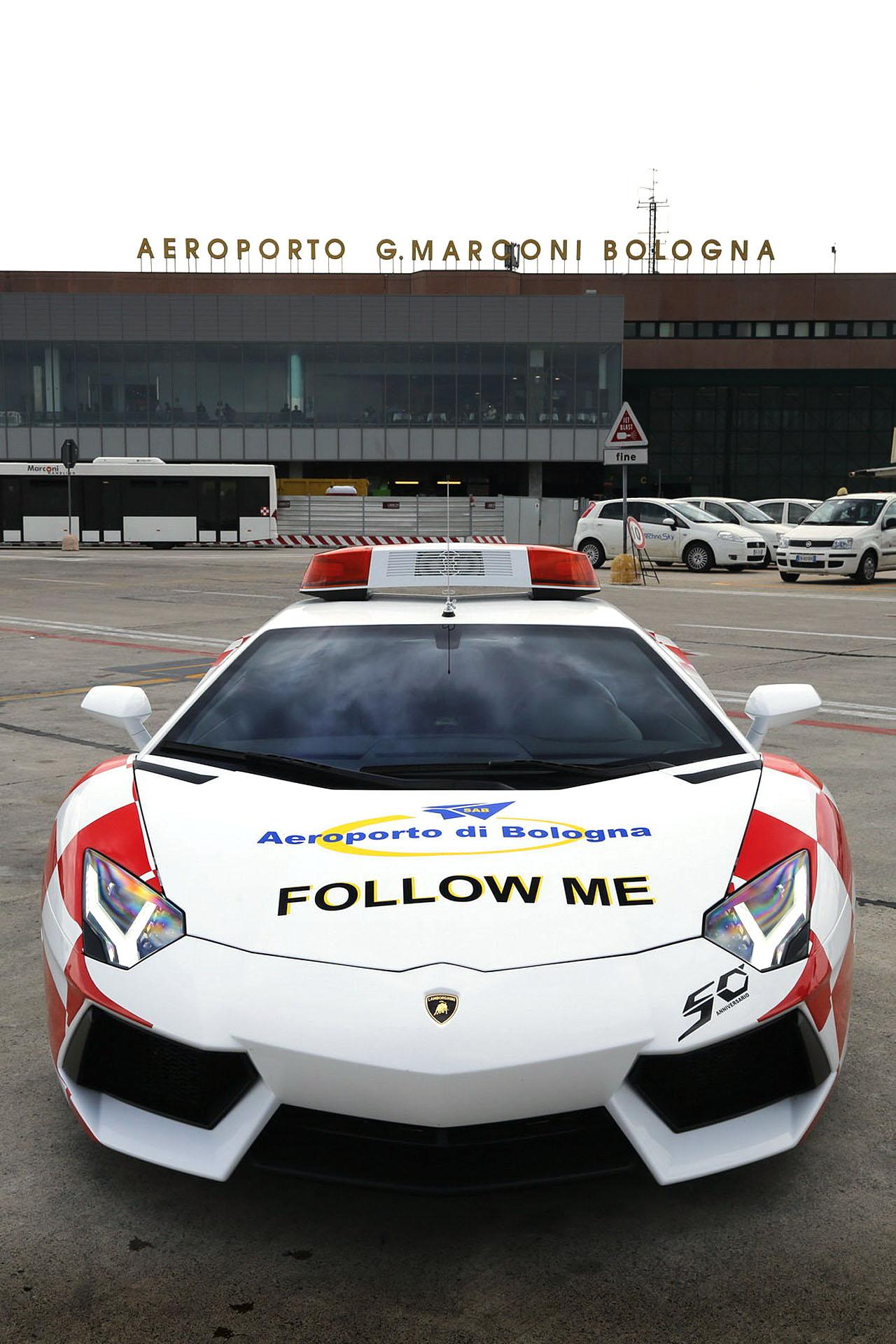 aventador_follow_me_03