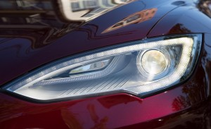 2013-tesla-model-s-headlight-photo-493106-s-1280x782
