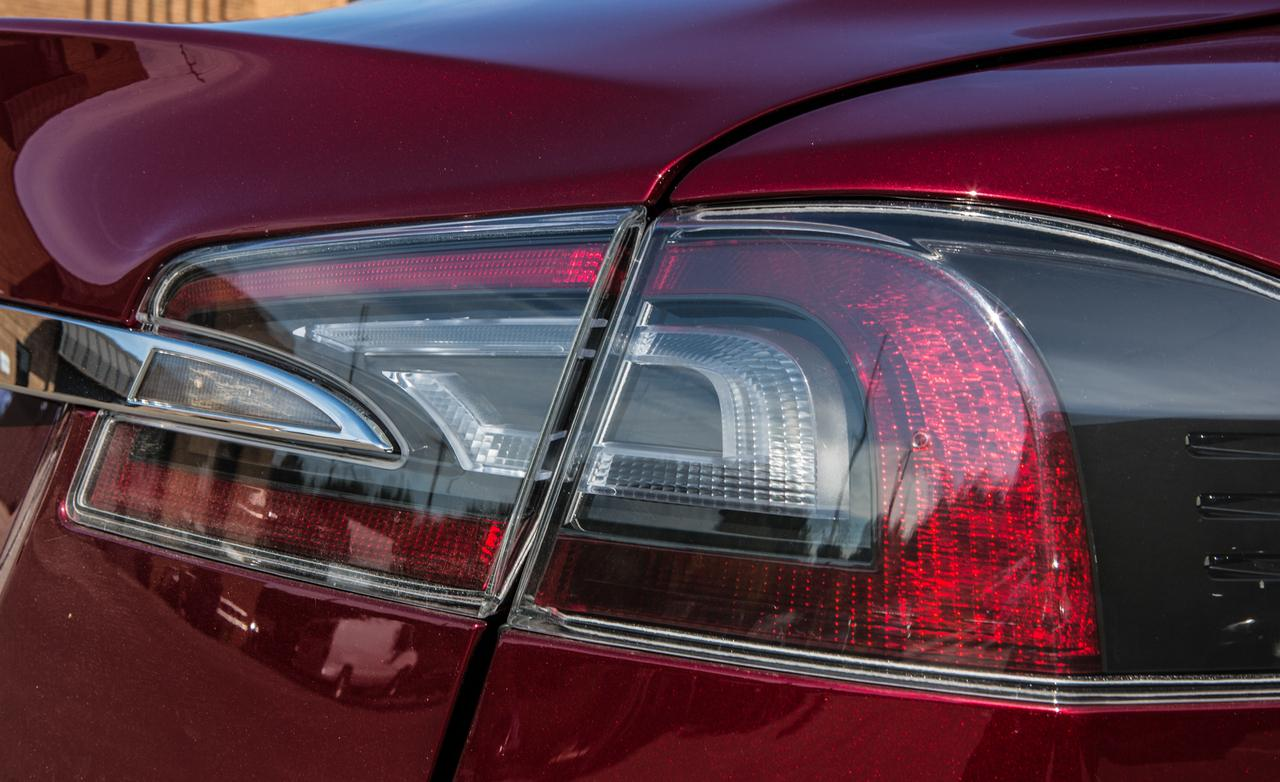 2013-tesla-model-s-taillight-photo-493112-s-1280×782