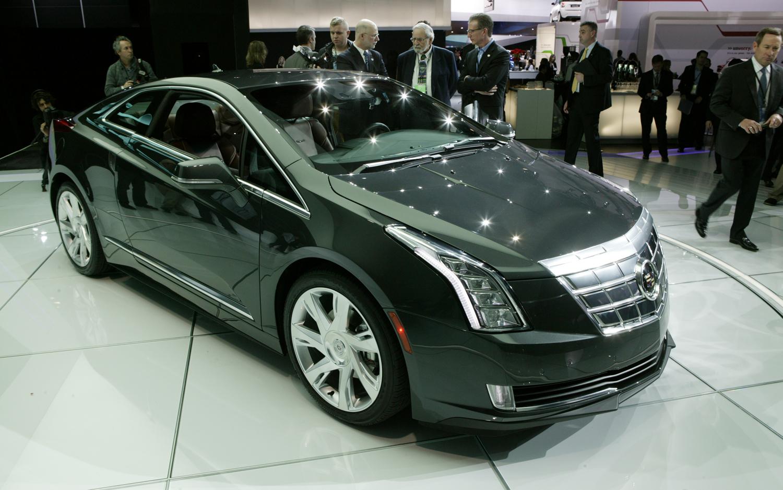 2014-Cadillac-ELR-front-three-quarters