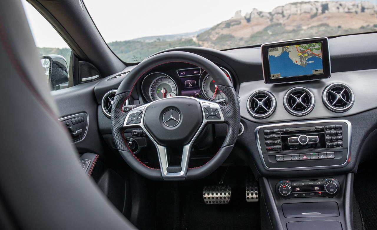 2014-mercedes-benz-cla250-4matic-sport-interior-photo-505803-s-1280×782