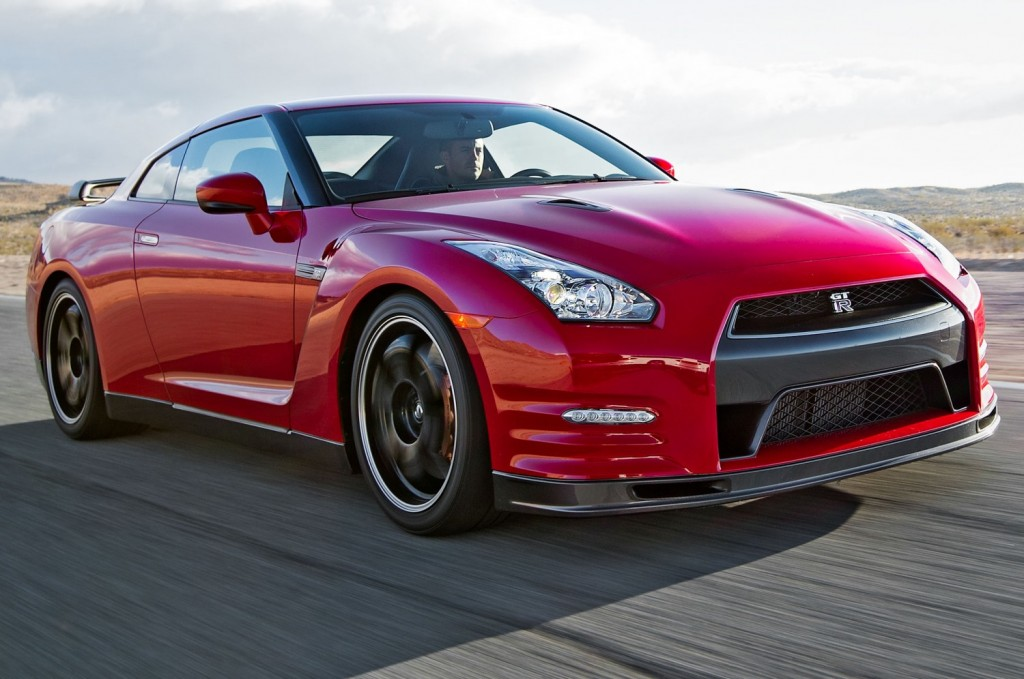 2014-Nissan-GT-R-Track-Edition-front-three-quarter-motion-1-1500x996