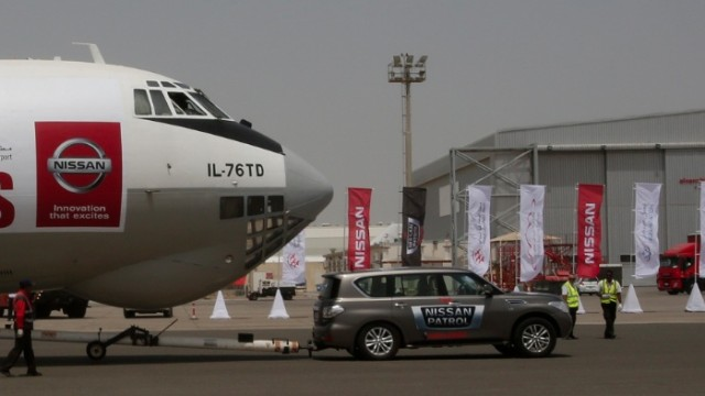 nissan-patrol-pulls-170-ton-plane-sets-new-world-record-video-65577-7