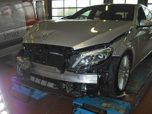 world-s-first-crashed-w222-s-class-is-up-for-sale-photo-gallery_3