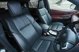 2014-Toyota-Harrier-front-seats