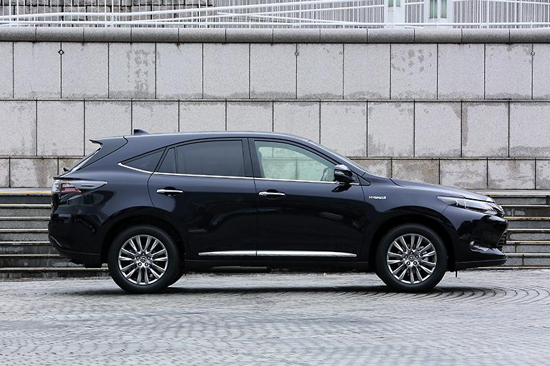2014-Toyota-Harrier-side