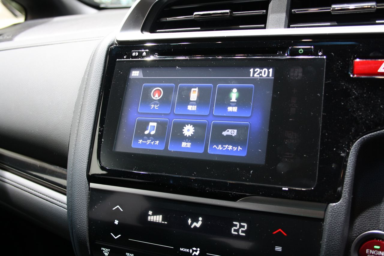 2014-Honda-Fit-RS-central-screen