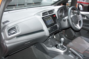 2014-Honda-Fit-RS-dashboard