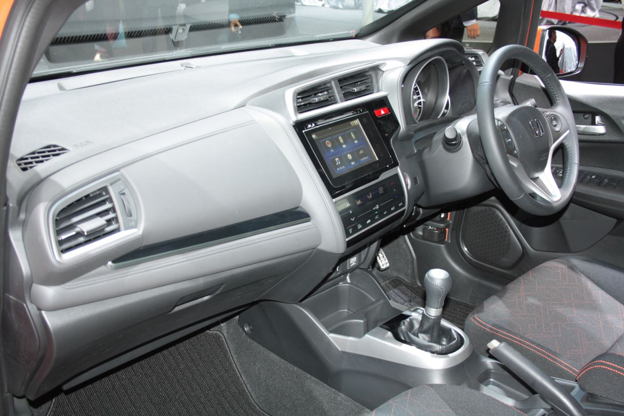 2014-Honda-Fit-RS-dashboard