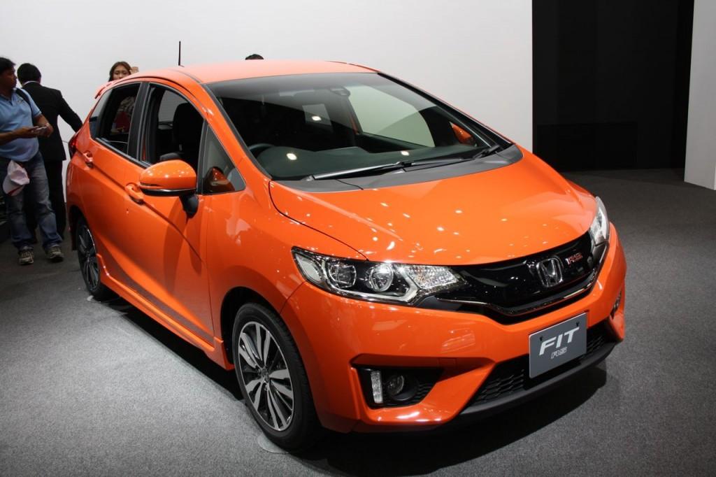 2014-Honda-Fit-RS-front-three-quarter