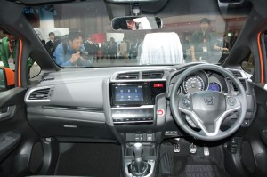 2014-Honda-Fit-RS-interiors