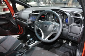 2014-Honda-Fit-RS-steering