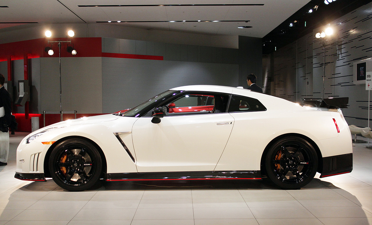Nissan unveils the 600 hp Nismo GT-R at Tokyo Motor Show ...