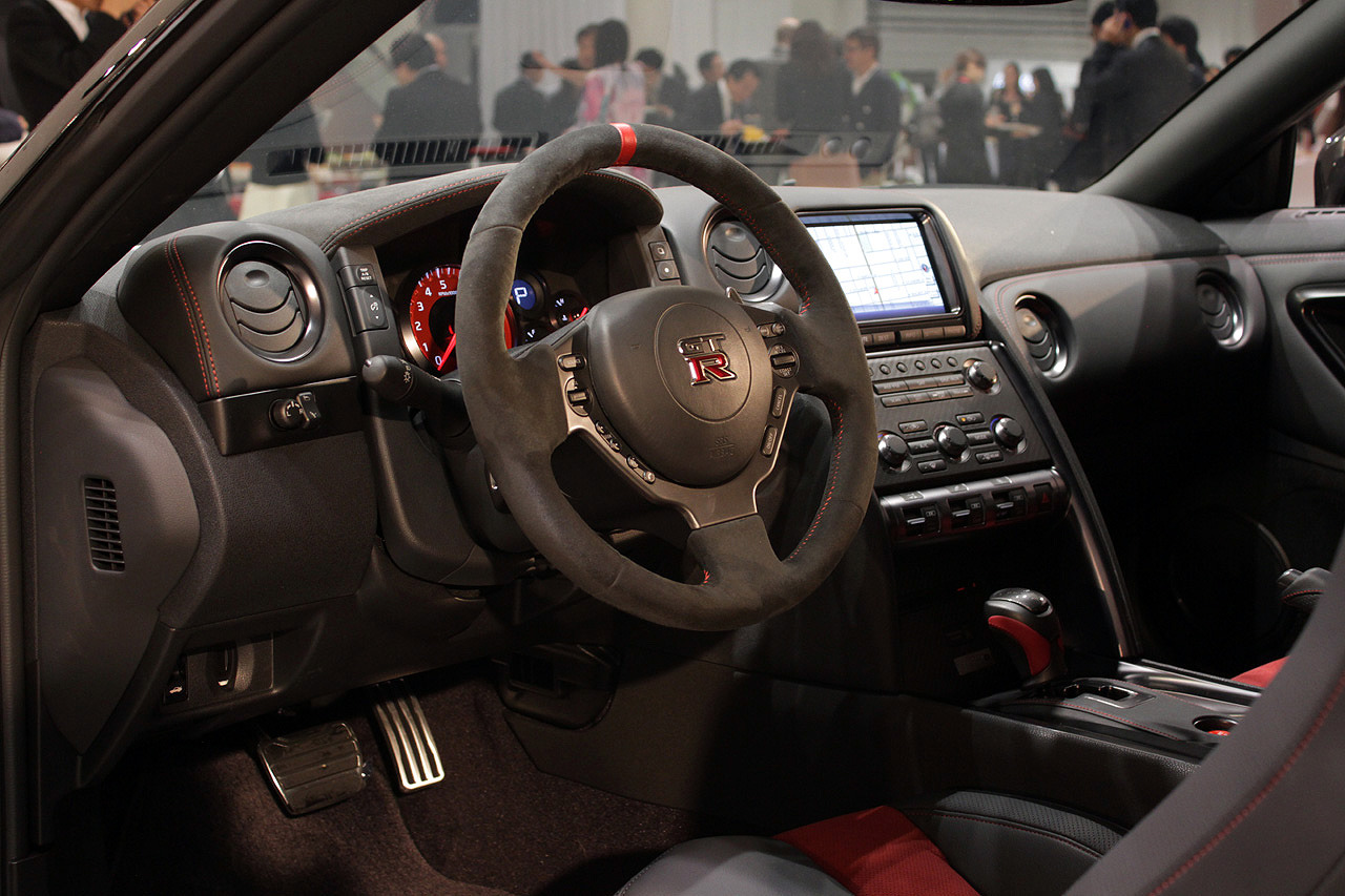 nissan unveils the 600 hp nismo gt-r at tokyo motor show