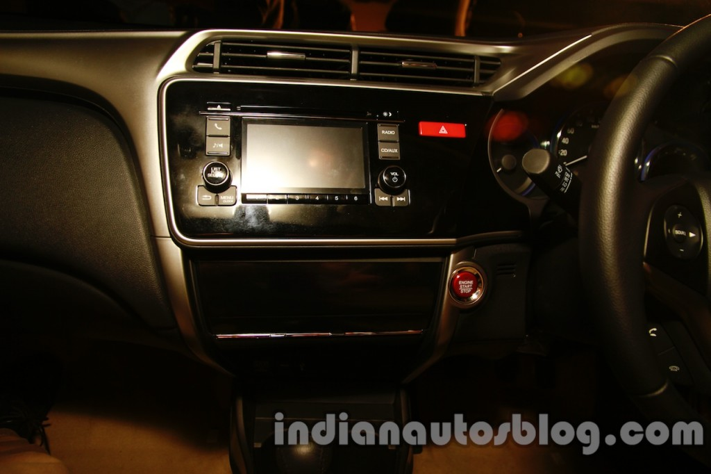 New-Honda-City-dashboard-part-view-1024x682