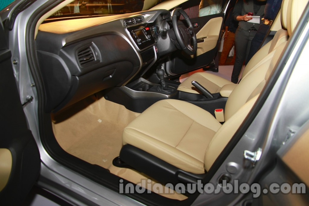 New-Honda-City-front-seats-1024x682
