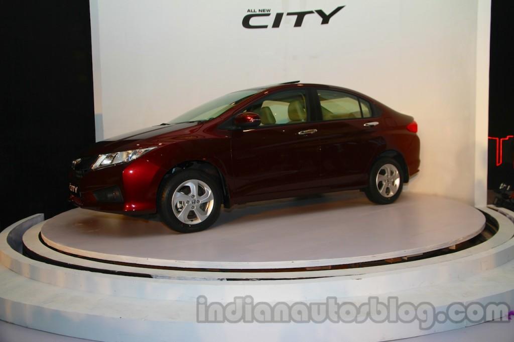 New-Honda-City-front-three-quarters-1-1024×682
