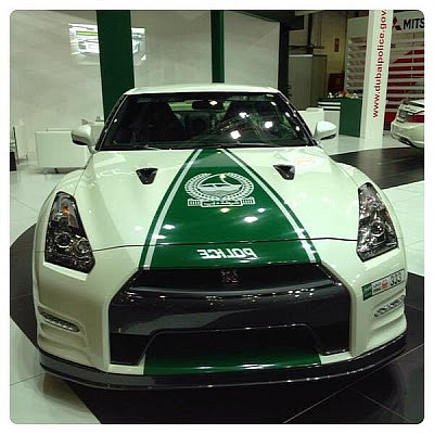 dubai-police-adds-audi-r8-mercedes-sl63-amg-and-nissan-gt-r-medium_2