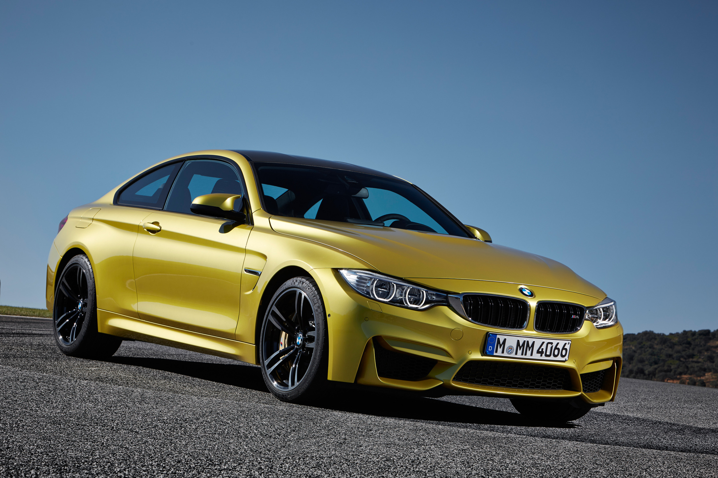 2015-bmw-m4-coupe-002-1