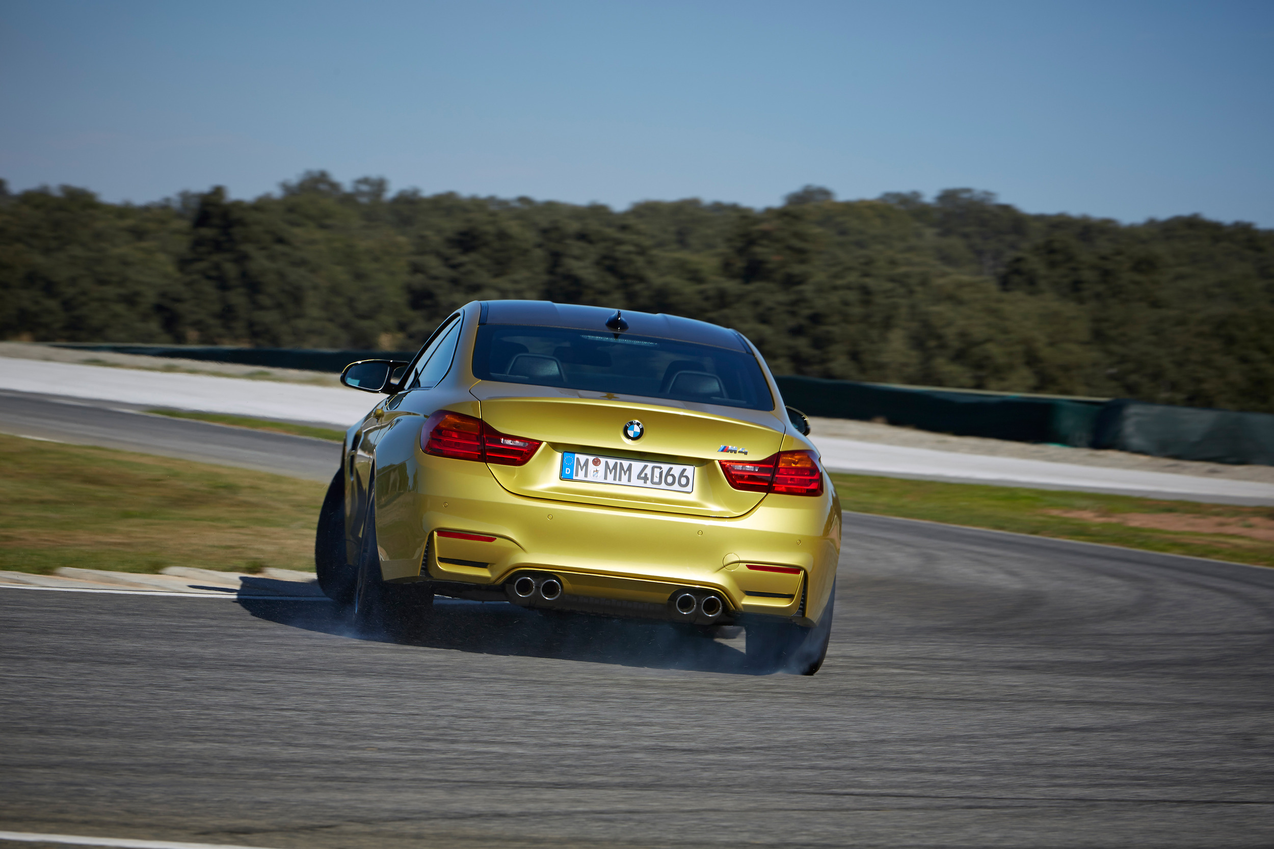 2015-bmw-m4-coupe-017-1