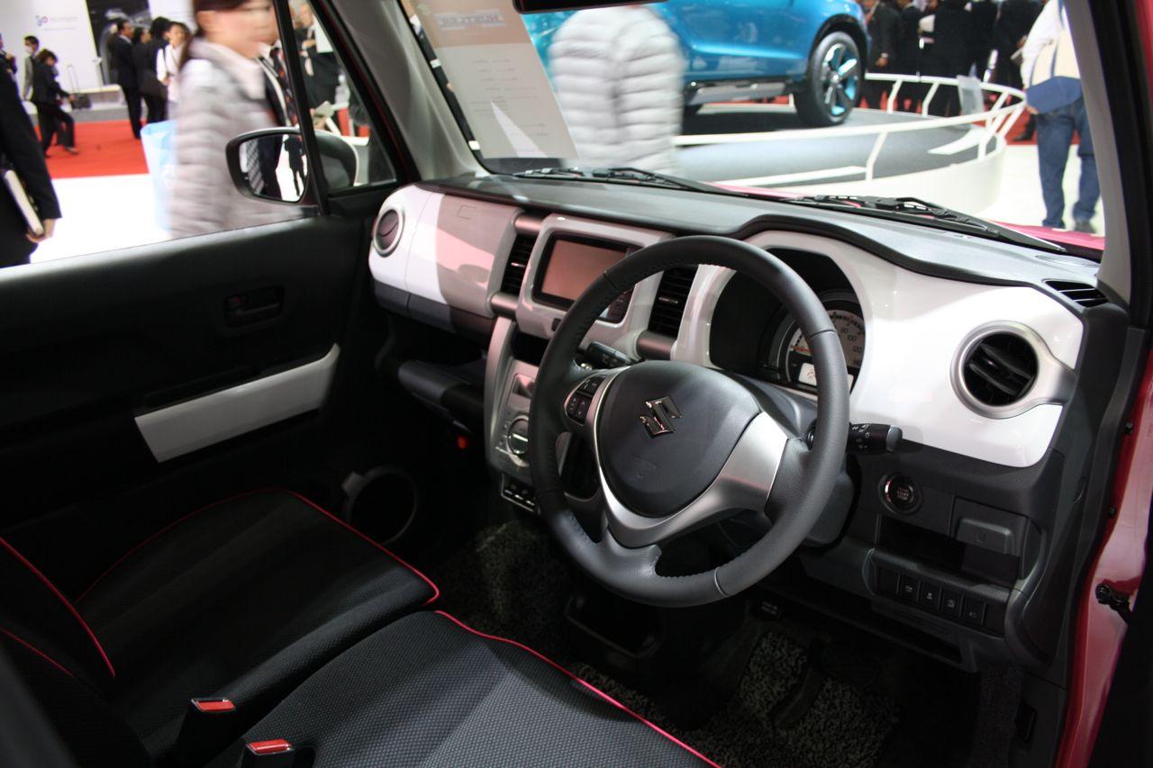 Suzuki-Hustler-interiors