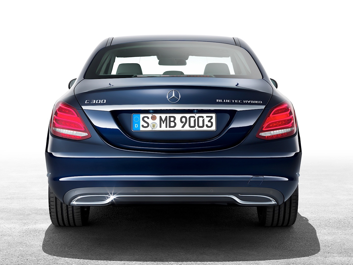 check-out-the-first-official-footage-with-the-new-c-class-w205-video-1080p-14