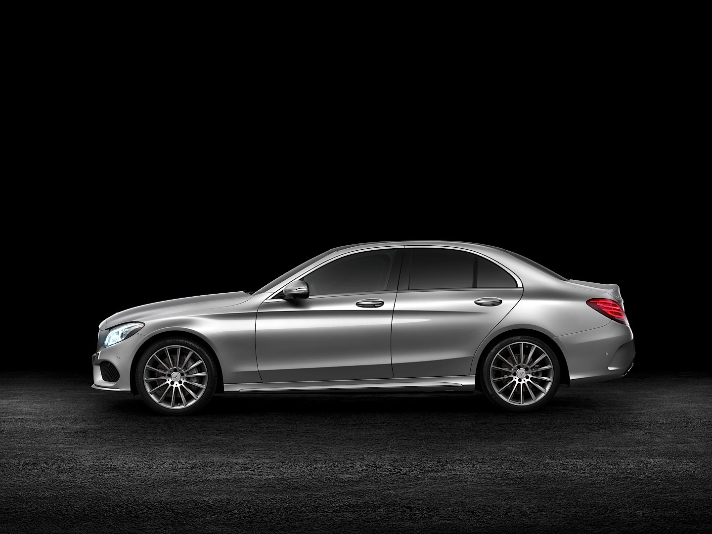 check-out-the-first-official-footage-with-the-new-c-class-w205-video-1080p-20