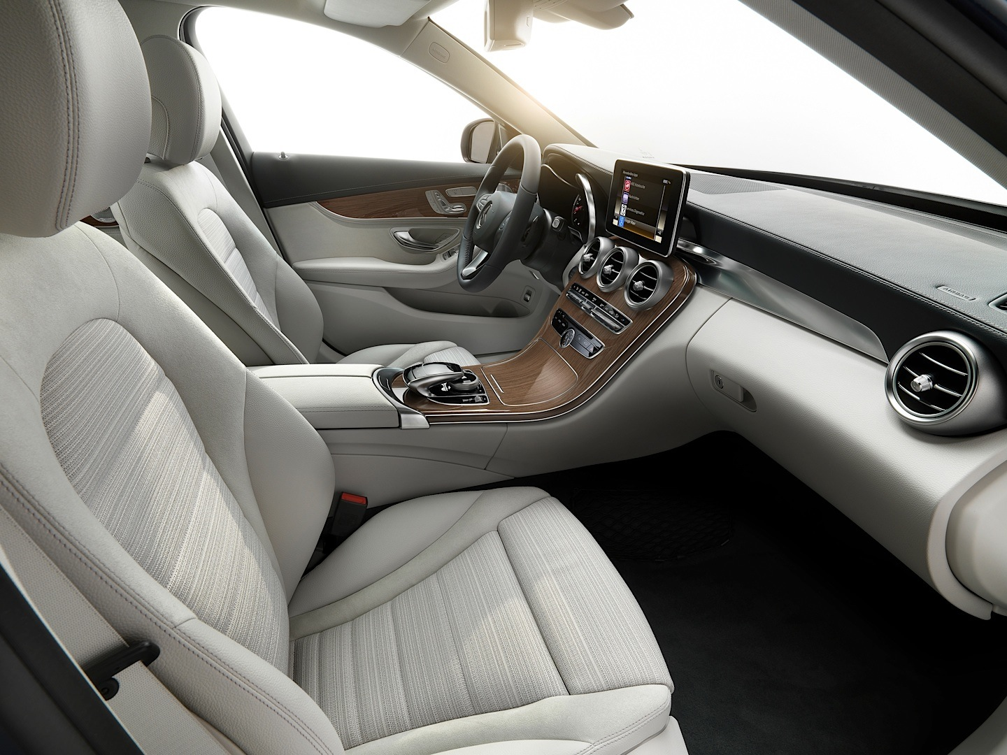 check-out-the-first-official-footage-with-the-new-c-class-w205-video-1080p-3
