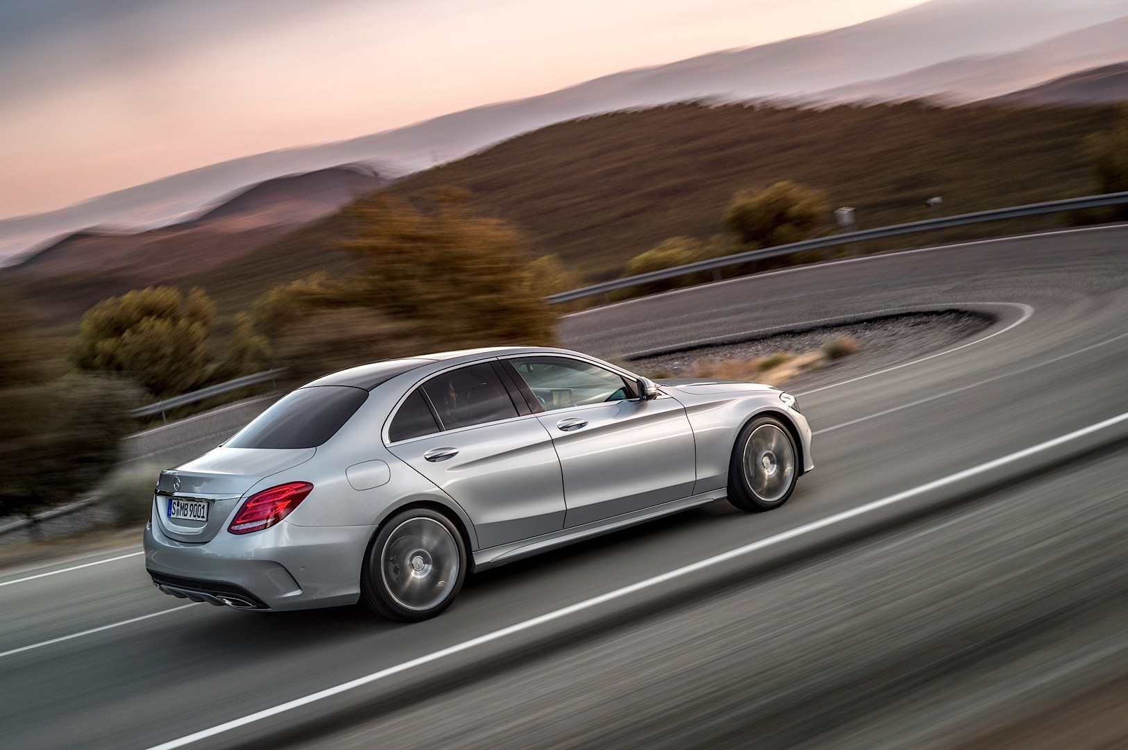 check-out-the-first-official-footage-with-the-new-c-class-w205-video-1080p-44