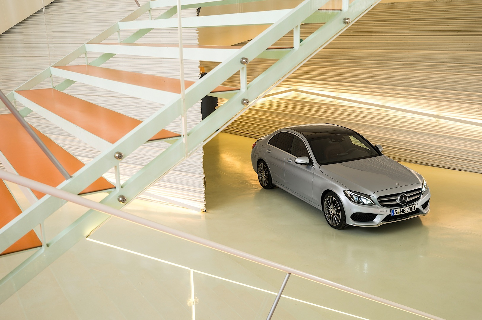 check-out-the-first-official-footage-with-the-new-c-class-w205-video-1080p-51