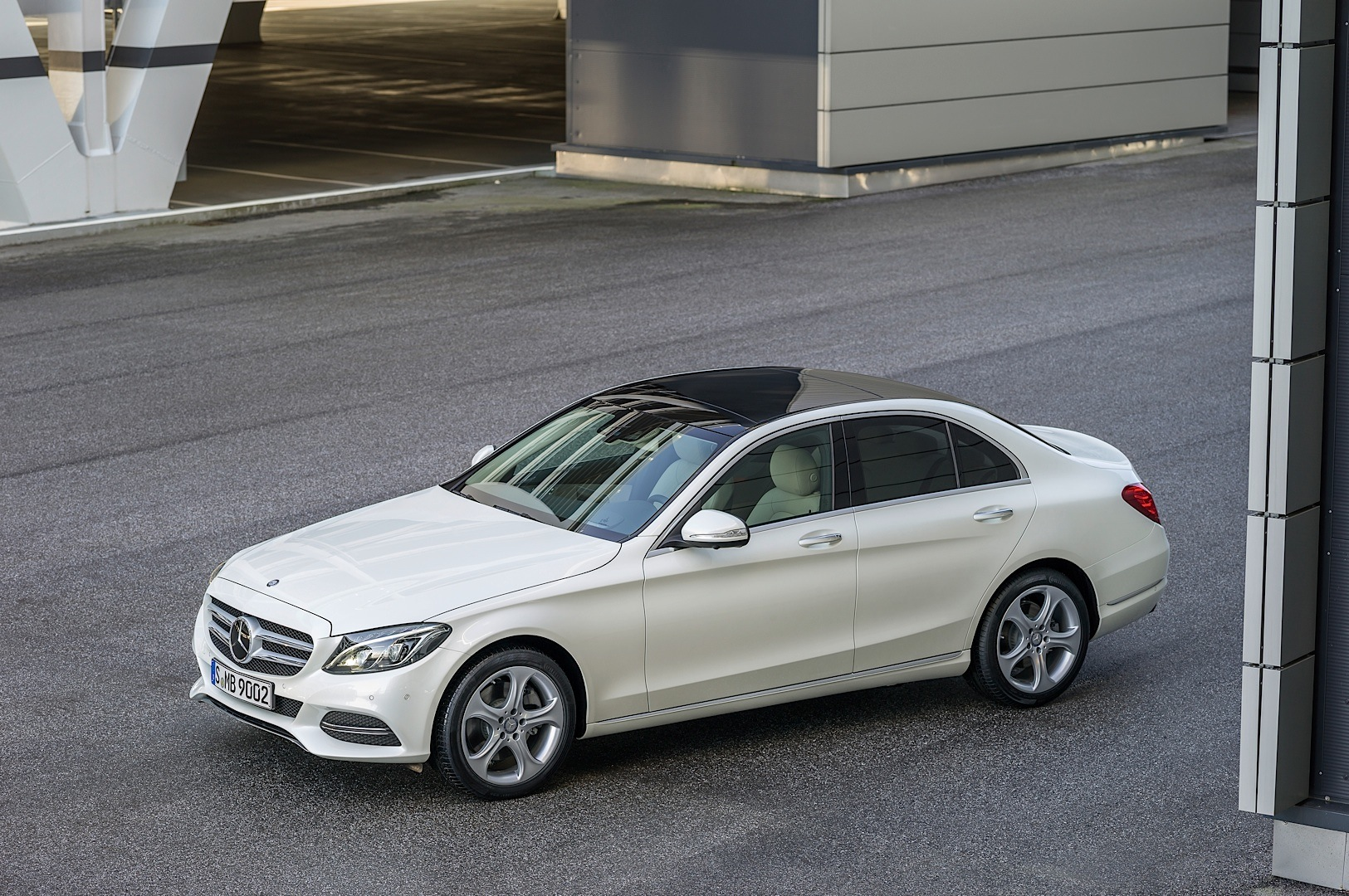 check-out-the-first-official-footage-with-the-new-c-class-w205-video-1080p-56