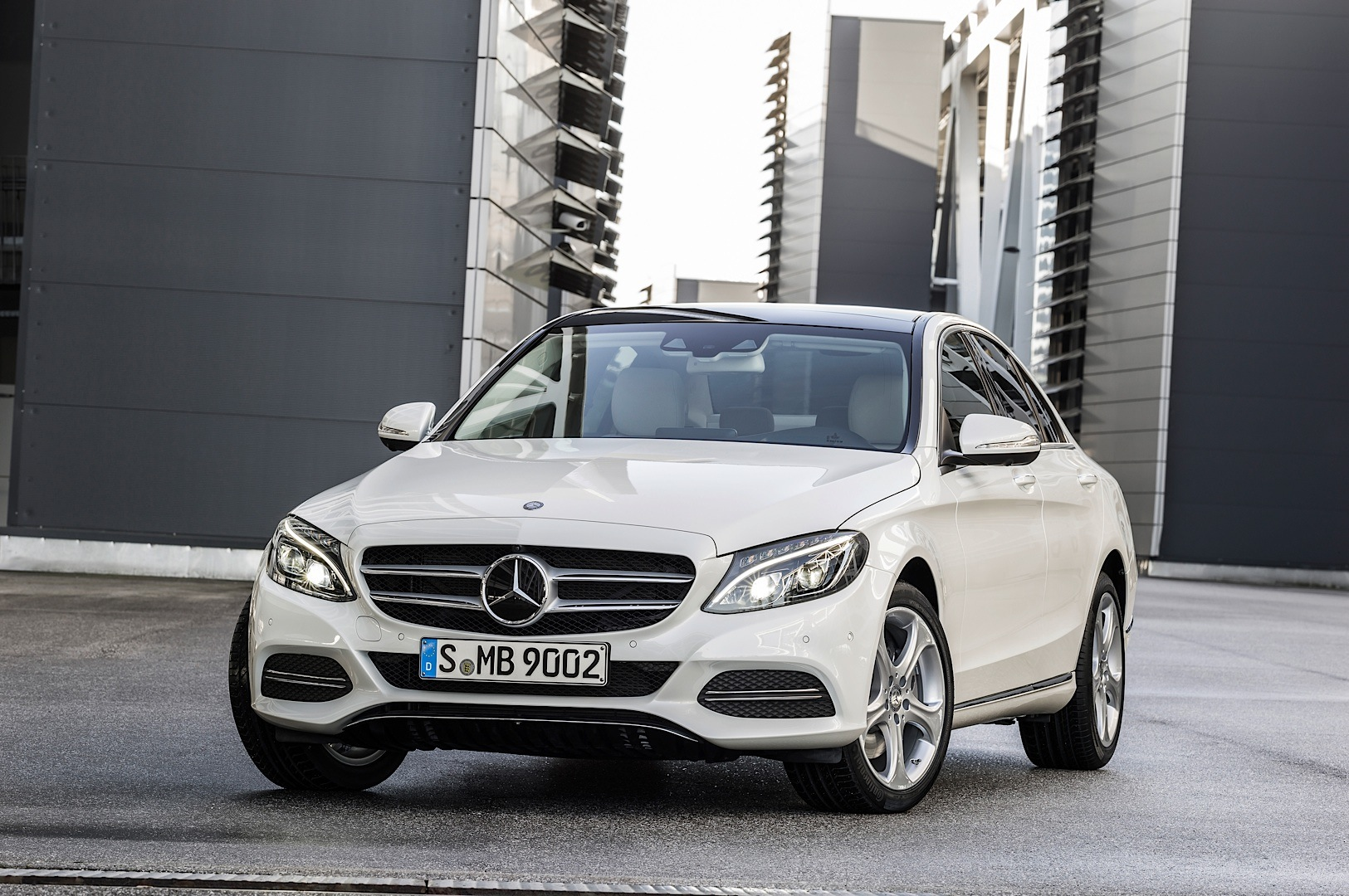 check-out-the-first-official-footage-with-the-new-c-class-w205-video-1080p-58