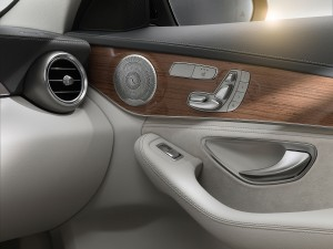 check-out-the-first-official-footage-with-the-new-c-class-w205-video-1080p-7
