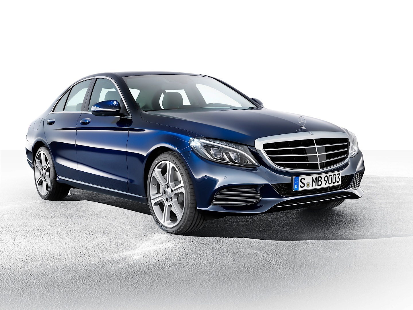 check-out-the-first-official-footage-with-the-new-c-class-w205-video-1080p-8