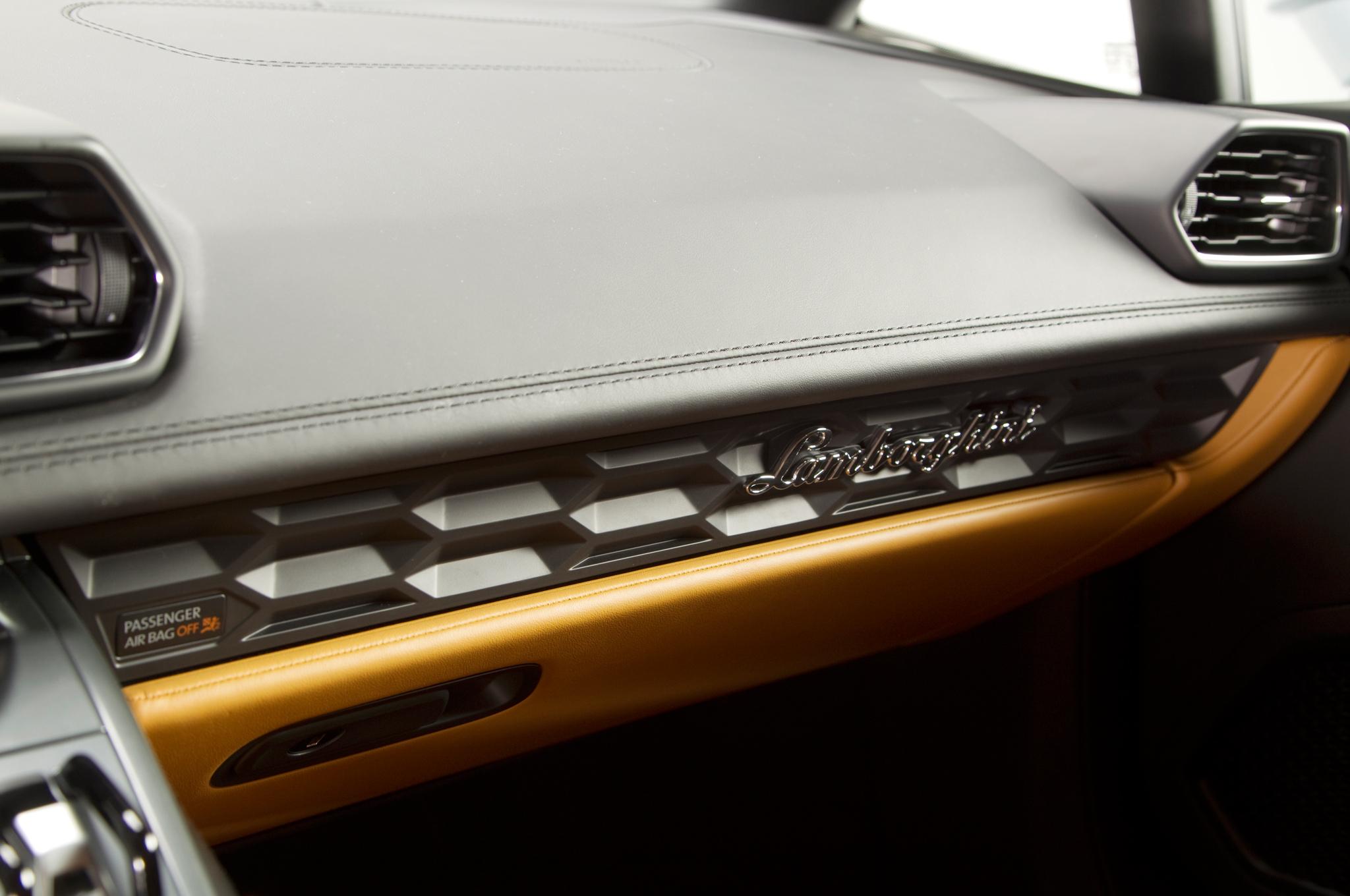 http—image.motortrend.com-f-roadtests-exotic-1312_2015_lamborghini_huracan_first_look-59411381-2015-Lamborghini-Huracan-dashboard