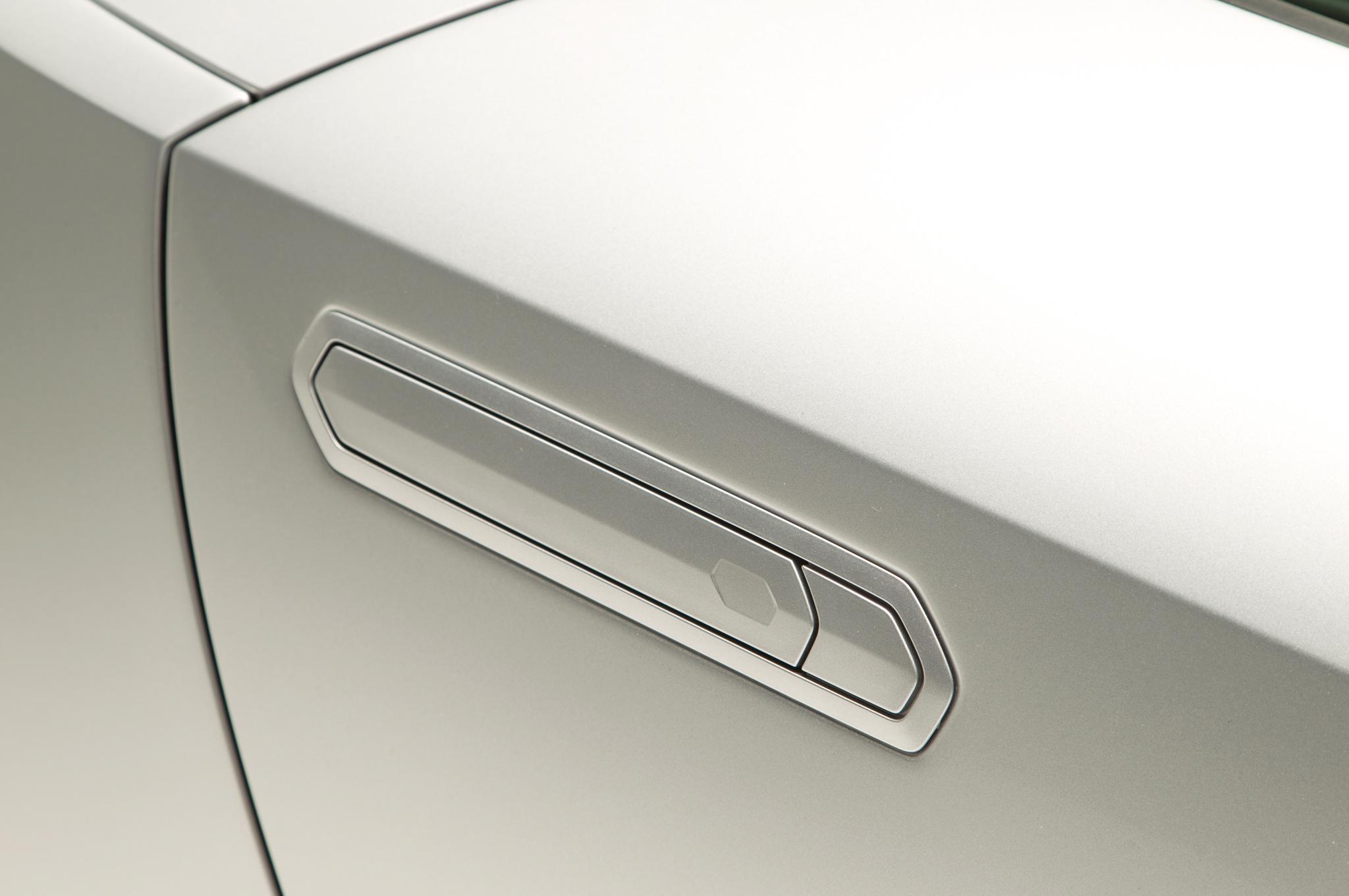 http—image.motortrend.com-f-roadtests-exotic-1312_2015_lamborghini_huracan_first_look-59411558-2015-Lamborghini-Huracan-door-handle