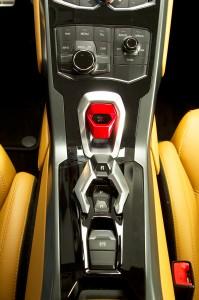 http---image.motortrend.com-f-roadtests-exotic-1312_2015_lamborghini_huracan_first_look-59411606-2015-Lamborghini-Huracan-center-console