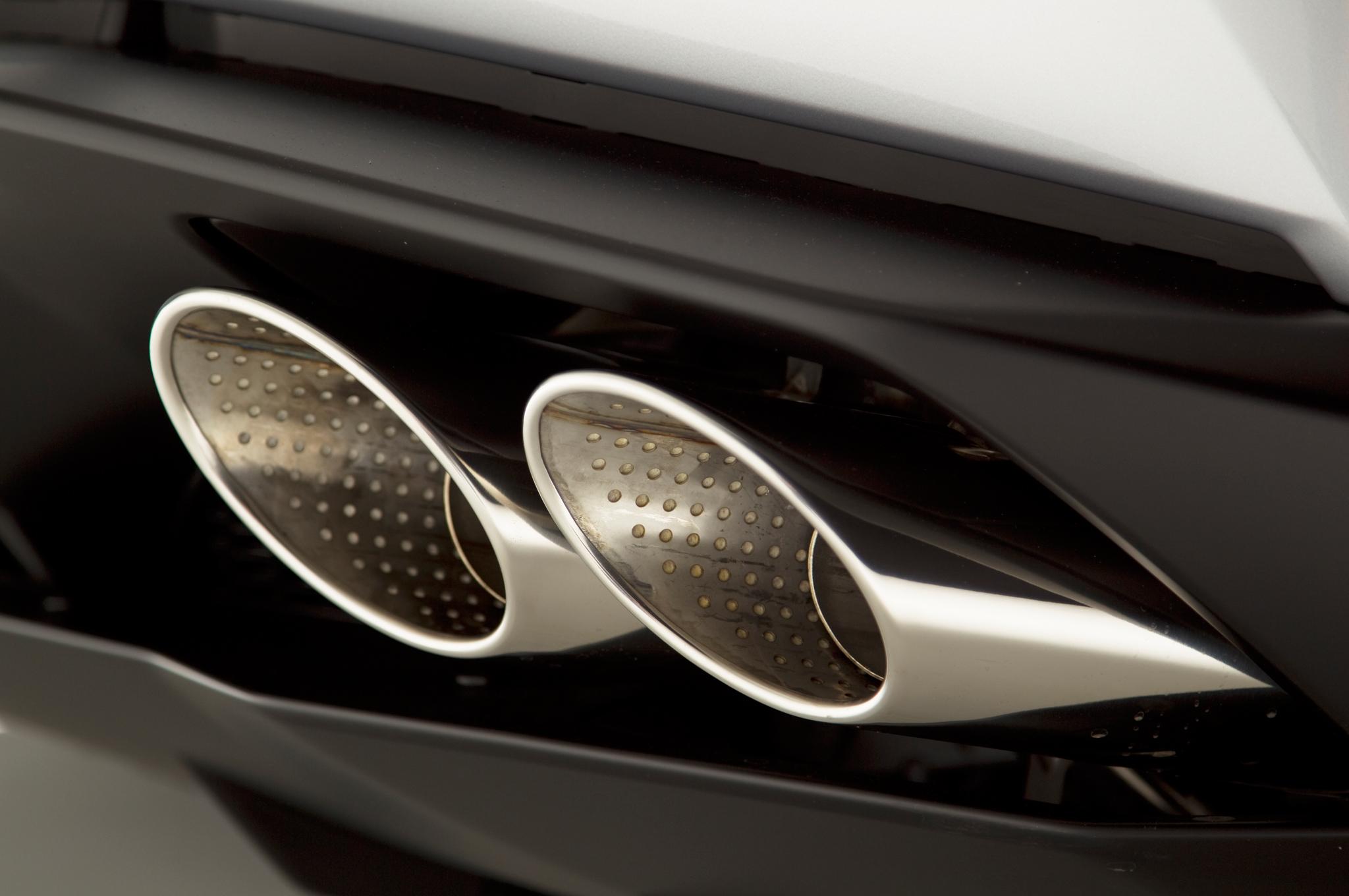 http—image.motortrend.com-f-roadtests-exotic-1312_2015_lamborghini_huracan_first_look-59411624-2015-Lamborghini-Huracan-exhaust-tip