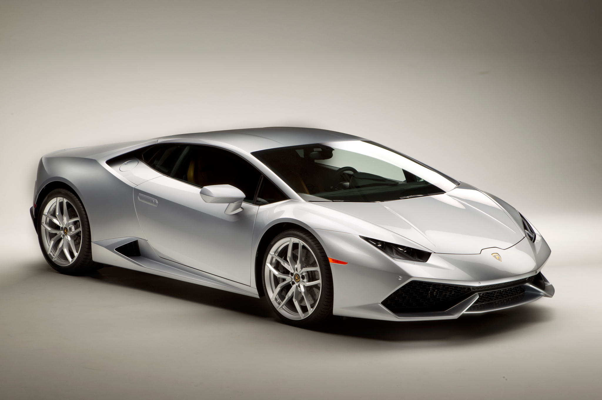 http—image.motortrend.com-f-roadtests-exotic-1312_2015_lamborghini_huracan_first_look-59411702-2015-Lamborghini-Huracan-front-three-quarters-02