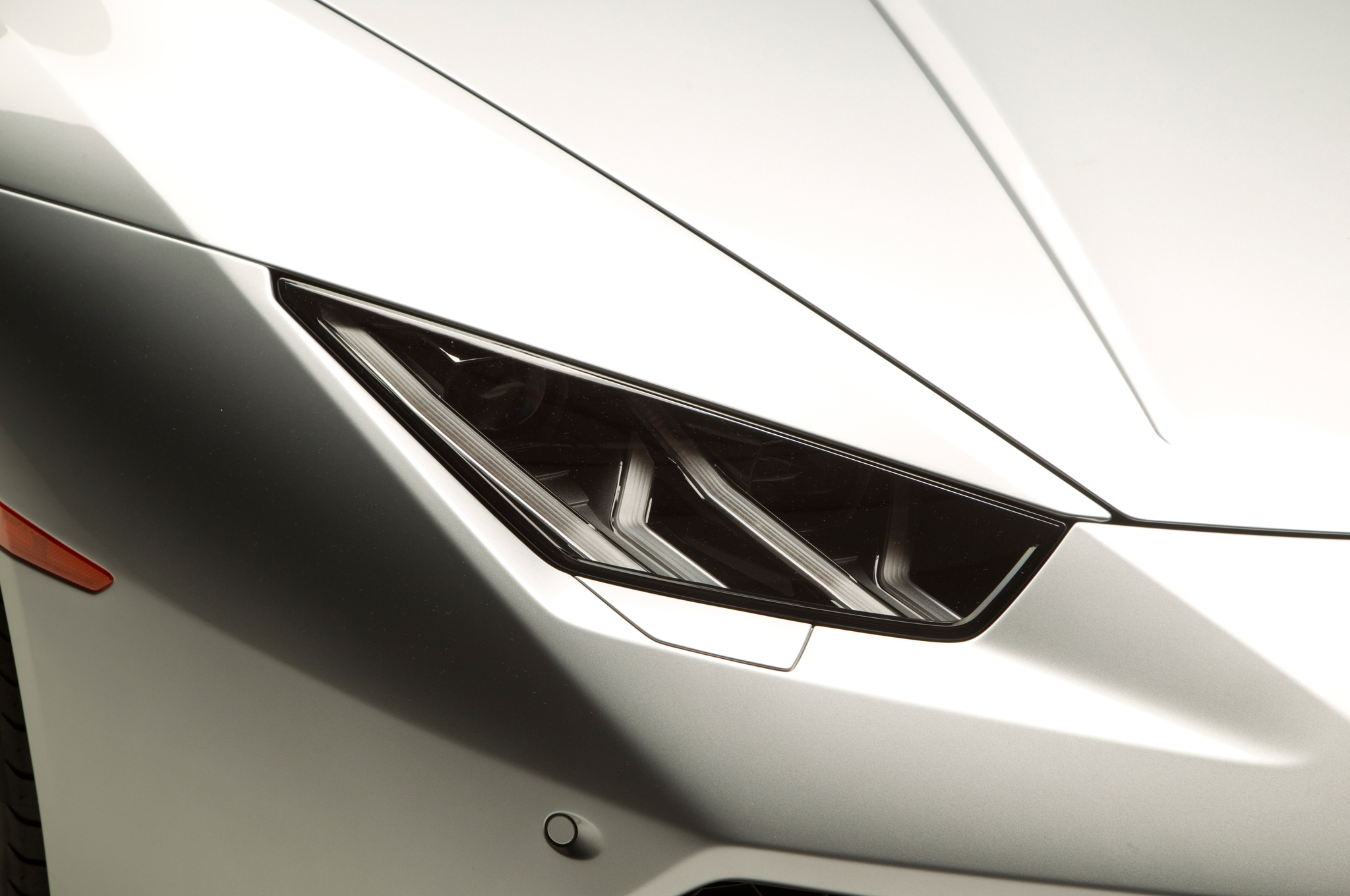 http—image.motortrend.com-f-roadtests-exotic-1312_2015_lamborghini_huracan_first_look-59411873-2015-Lamborghini-Huracan-headlamp