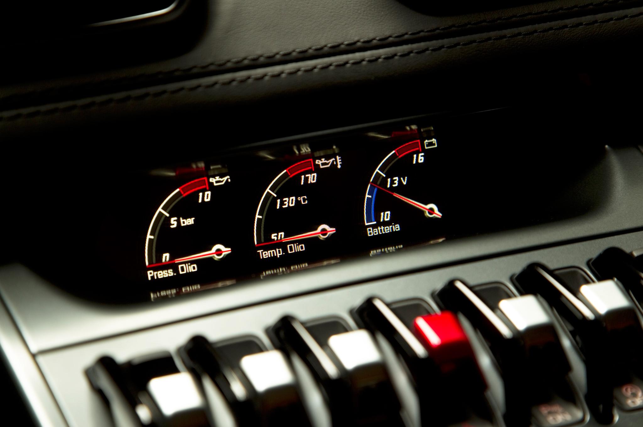 http—image.motortrend.com-f-roadtests-exotic-1312_2015_lamborghini_huracan_first_look-59411975-2015-Lamborghini-Huracan-instrument-cluster