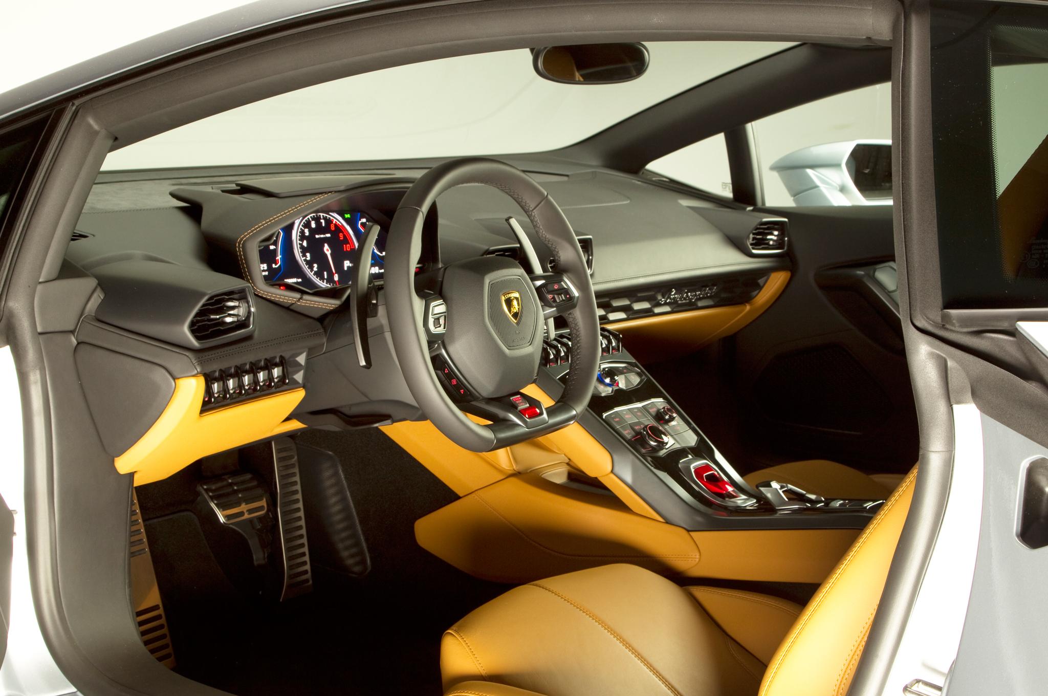 http—image.motortrend.com-f-roadtests-exotic-1312_2015_lamborghini_huracan_first_look-59411996-2015-Lamborghini-Huracan-interior